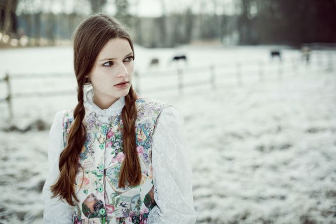 Poetic Female Portraits by Andrea Hübner