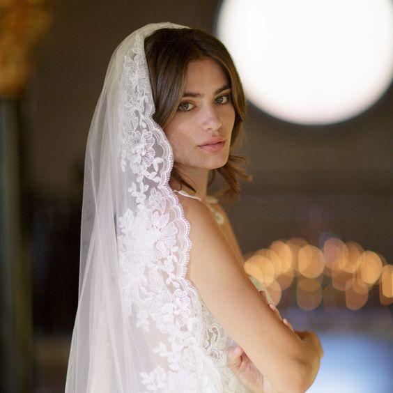Qué peinado lucir con el velo de novia