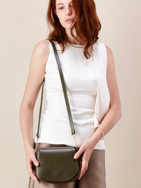 Baia bags mini in olive leather model shot