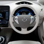 Interior del Nissan Leaf, mandos.