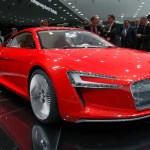 Audi e-tron expuesto en un salón