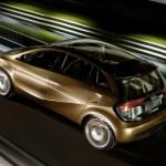 Imagen de noche del Mercedes-Benz BlueZero E-Cell Plus circulando