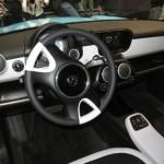 Imagen del volante y panel de mandos del Trabant NT