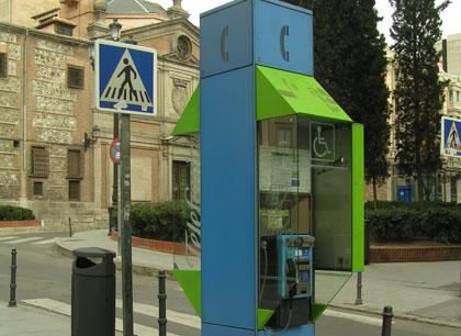 Primera cabina telefoníca en España usada para recarga vehiculos electricos
