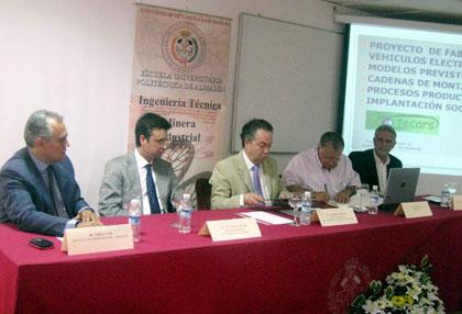 imagen de la firma del convenio entre la UCLM y Ecotecars