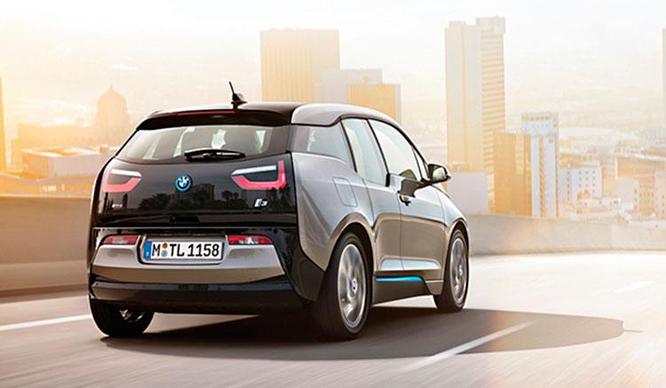 Imagen donde podemos apreciar los detalles de la zona trasera del BMW i3.