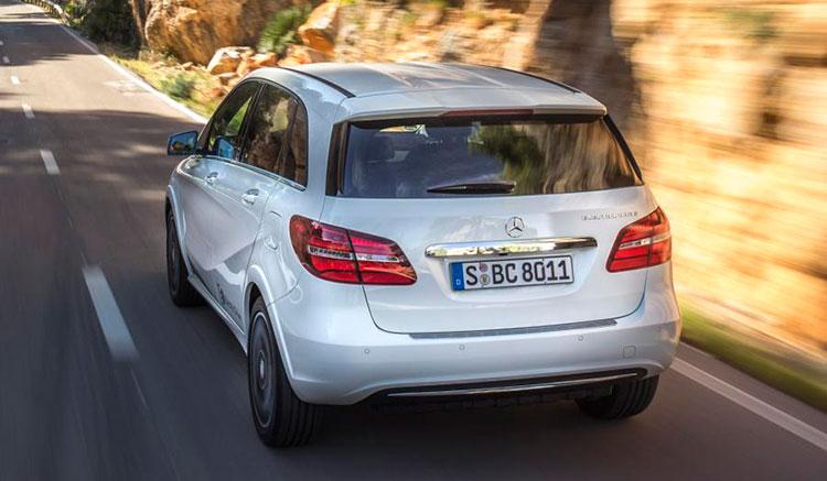 Imagen trasera donde podemos ver los pilotos traseros y el diseño de la zona trasera del Mercedes Clase B Electric Drive.