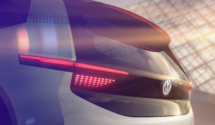 Imagen trasera donde podemos ver el diseño de los pilotos y el maletero del nuevo prototipo de coche eléctrico compacto de Volkswagen.