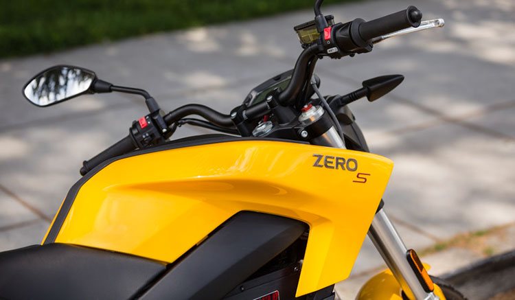 Imagen donde vemos el carenado de la Zero S, lugar donde se encuentran sus baterías.