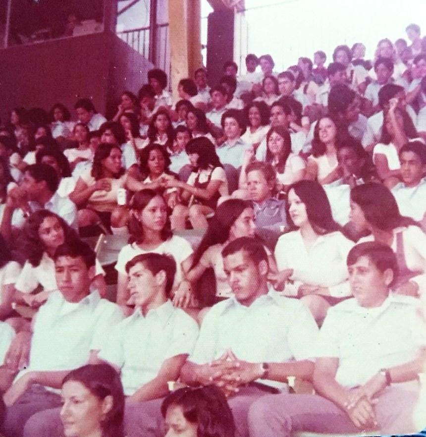 GRADUACION DE NOVENO GRADO 1975 VIOLETA ROLON.jpg