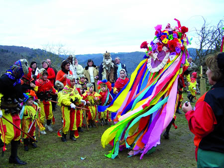 A parroquia chantadina de Santiago de Arriba traerá o colorido e a tradición do Entroido Ribeirao. Arquivo EC.