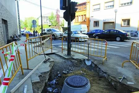 Obras na rede de saneamento de Monforte en 2008. Arquivo EC.