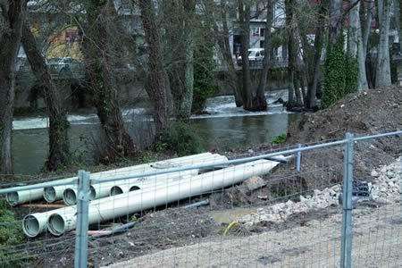 """Según a Plataforma, as obras de encauzamento do río Sarria suporían cortar o Camiño de Santiago durante 5 meses, ademais de danos medioambientais """"irreparables"""" pola tala das árbores de ribeira. Arquivo EC"""