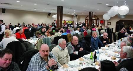 Un momento da cea de celebración do 10ºaniversario da peña barcelonista Val de Lemos. EC