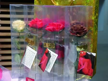 Fantásticas creacións a partir deste doce produto tomaron forma de figuras decorativas, bombóns de diversos formatos e incluso rosas que imitaban sorprendentemente a delicada beleza destas flores. EC