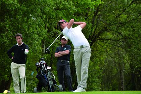 Manuel Hernández durante a súa intervención no Campionato Galego Absoluto de Golf, disputado en Augas Santas o 26 e 27 de abril. (Foto cedida).