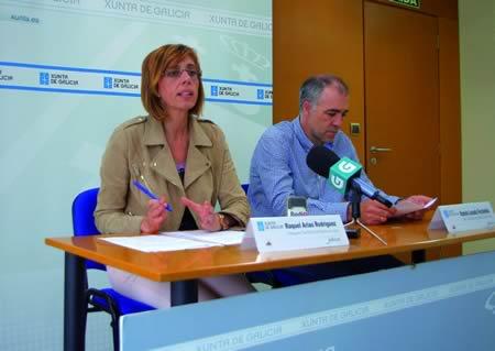 A delegada da Xunta en Lugo, Raquel Arias, acompañada do xefe territorial de Medio Rural e do Mar, Ramón Losada, presentaron as liñas de colaboración da Xunta cos concellos en materia de loita contra os lumes forestais. GPDTL.