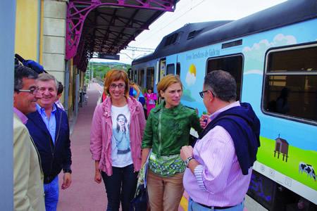 A directora de Turismo de Galicia, Nava Castro Domínguez, e a delegada territorial da Xunta de Galicia en Lugo, Raquel Arias, durante a viaxe inaugural do Tren Turístico da Ruta do Viño da Ribeira Sacra, na estación de Canabal, acompañadas do alcalde de Sober, Luis Fernández Guitián.  GPXG.