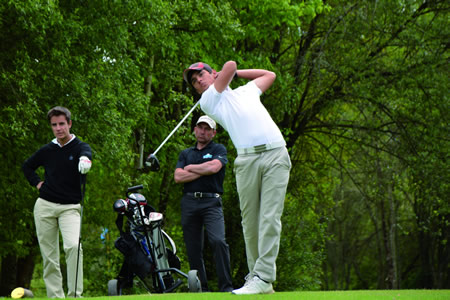 Imaxe de arquivo de Manuel Hernández, durante unha proba disputada nas instalacións do campo de golf de Augas Santas.  (Foto cedida).