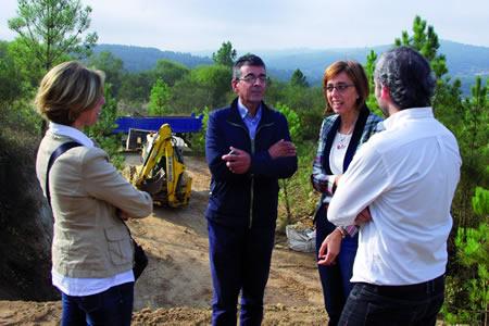 A delegada territorial da Xunta en Lugo, Raquel Arias, e o alcalde de Sober, Luis Fernández Guitián, supervisaron o inicio dos traballos a comezos deste mes no Reboredo.  CMATI