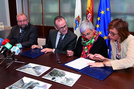 Un momento da sinatura do convenio para a instalación dun ascensor na Muralla de Lugo. (Foto: Xoán Crespo).