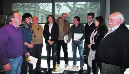 Encontro dos alcaldes e voceiros do PP das comarcas de Lemos e Quiroga coa portavoz popular na Deputación, Elena Candia. (Foto cedida).