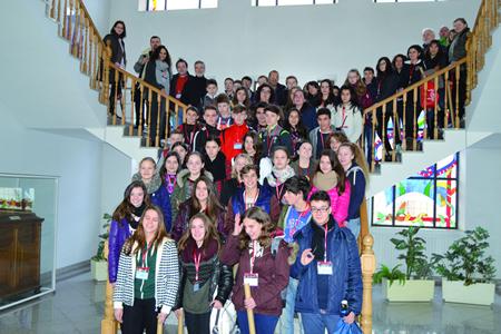 Recepción no Concello de Monforte do grupo de 40 alumnos e 10 profesores europeos participantes no programa. (Foto cedida).