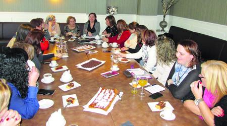 Un momento do café-coloquio das mulleres do PP lucense que asumiron ou asumen cargos de responsabilidade política, celebrado co gallo do Día Internacional da Muller. (Foto cedida).