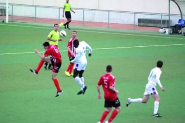 Imagen del partido entre La Milagrosa y el Club Lemos, en la jornada del 26 de abril. EC.