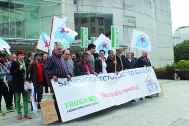 Imaxe do acto público organizado por FRUGA e o BNG en Lugo o 14 de maio, en defensa do sector lácteo galego. (Foto cedida).