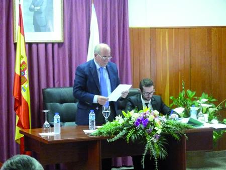 Un momento da toma de posesión do alcalde de Pantón, José Luis Álvarez Blanco, no que será o seu terceiro mandato.  (Foto cedida).
