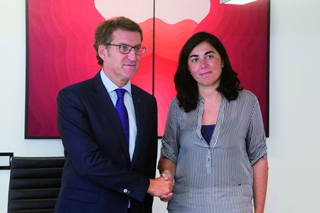 Un momento da xuntanza mantida en Santiago o pasado 20 de xullo entre o presidente da Xunta de Galicia, Alberto Núñez Feijóo, e a presidenta da Deputación de Lugo, Elena Candia.  (Foto: Xoán Crespo).