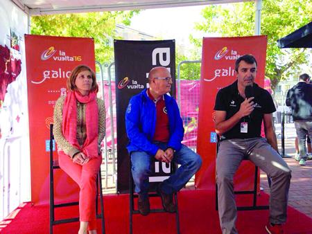 Un momento da presentación da etapa inicial de La Vuelta 2016, coa directora de Turismo de Galicia, Nava Castro; o presidente da Deputación de Ourense, José Manuel Baltar; e o director de La Vuelta, Javier Guillén, o pasado 11 de setembro en Medina del Campo. GPTG.