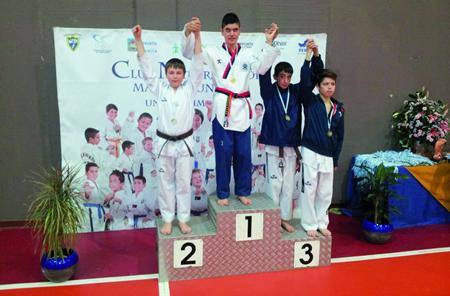 Un dos medallistas do Neka no Open Internacional de Ribeira, Carlos Fernández, gañou a prata sendo cinturón marrón nunha categoría de cinturón negro. (Foto cedida).