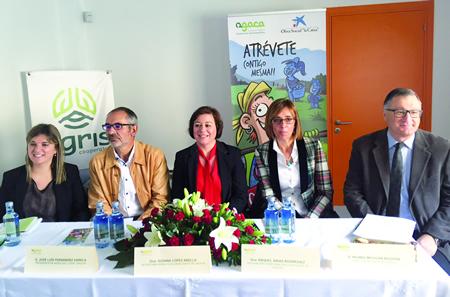 """Os responsables de AGACA e Agris, a secretaria xeral de Igualdade da Xunta, e a delegada da Xunta en Lugo, durante a xornada """"Atrévete contigo mesma"""" que organizou AGACA en Lugo o día 4. GPXG."""