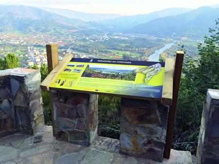 O Plan Integral tamén incluiu o arranxo de dous miradoiros, o que dota a Quiroga dunha rede de seis miradoiros naturais acondicionados para o turismo.   (Foto cedida).