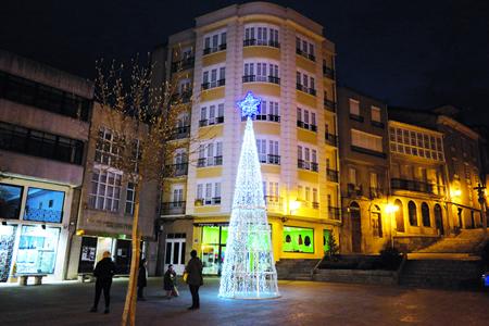 A iluminación de Nadal anima as rúas e prazas do centro urbano de Monforte. EC