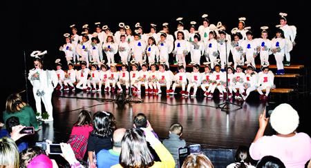 Imaxe dunha das actuacións dos escolares monfortinos no Concerto de Panxoliñas celebrado o día 18. FOTO: MONTERO.