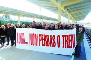 Imaxe da marcha reivindicativa que chegou por tren á estación de Monforte o pasado 18 de febreiro. GPCM
