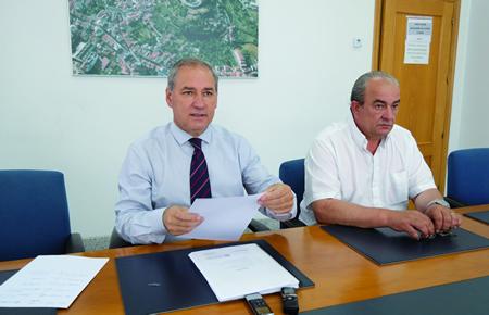 O alcalde de Monforte, José Tomé, e o concelleiro de Obras, José Luis Losada, na presentación das obras do POS. EC