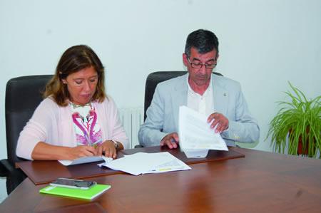 A conselleira de Medio Ambiente e Ordenación do Territorio, Beatriz Mato, asinou o convenio co alcalde de Sober, Luis Fernández Guitián, o pasado 8 de xullo en Santiago. CMAOT