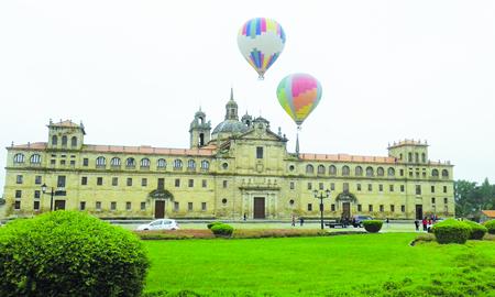 """Vista da saída das viaxes en globo na presentación da campaña """"Pasaporte ás nubes de Ribeira Sacra"""", o pasado 26 de maio en Monforte. CTRS"""