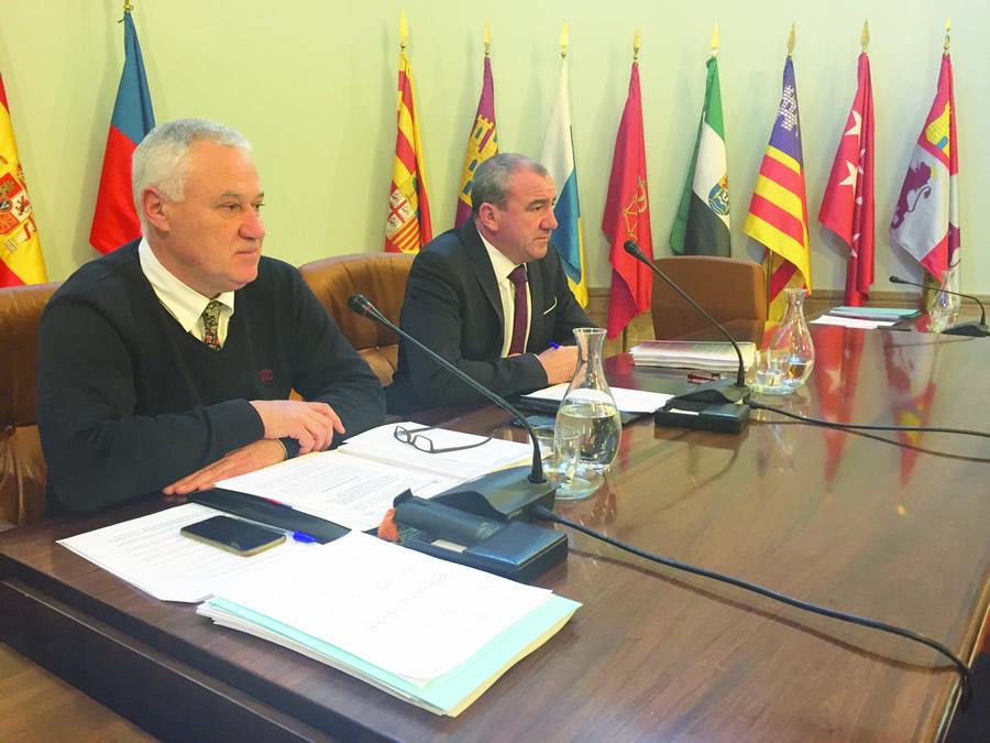 O presidente da Deputación, Darío Campos, e o vicepresidente, Manuel Martínez, no Pleno provincial celebrado o 28 de marzo. GPDL