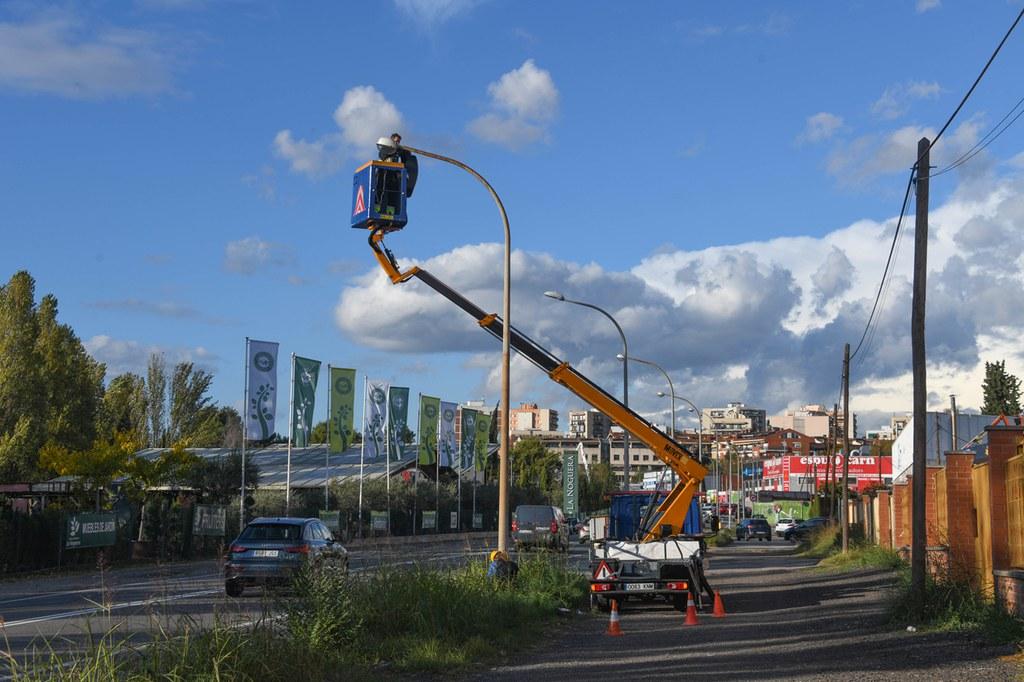 Es canvia l'enllumenat públic d'un tram de la C-1413 per millorar la seguretat i estalviar energia i diners