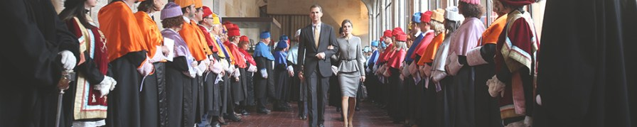 The King and Queen of Spain are commited to spanish