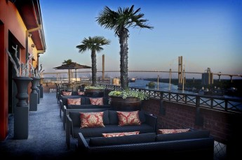 Kessler-Riverfront-Dining-Rocks_RoofBar_Ext_1871
