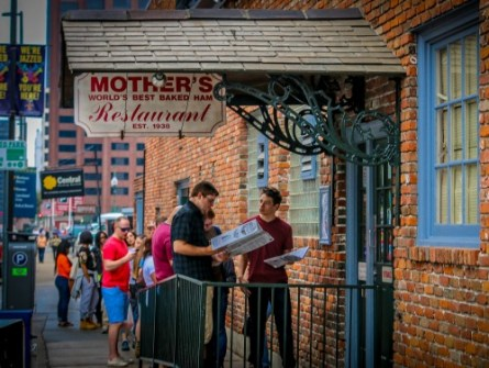 A quintessential NOLA experience: standing in line at Mother's.