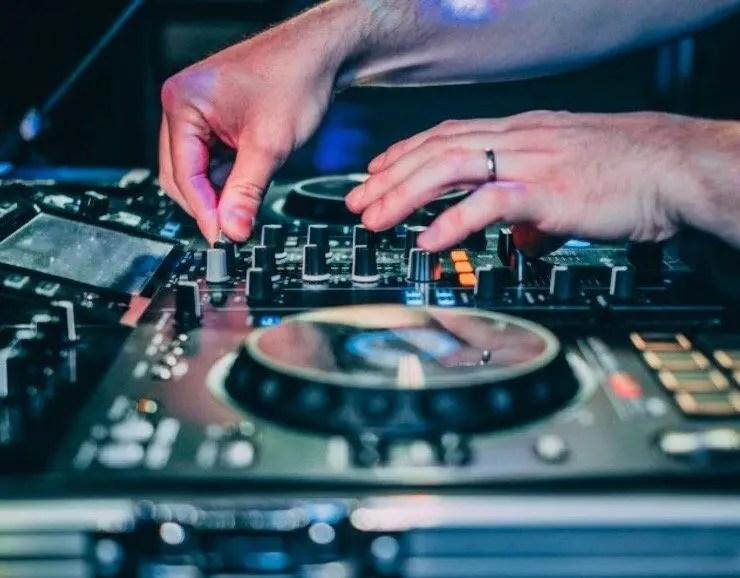 Encore DJ, Mark Green