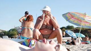 老婆の水着姿を見て、舐めたくなる人って変態!~エッチな面白画像~