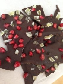 chocolate bark with ginger and pomegranate